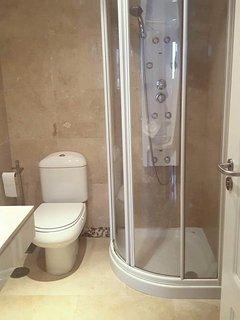 Auxiliary bathroom