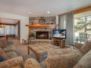 Pines Condominium 2038 - beautifully remodeled, spacious, ground floor, Keystone