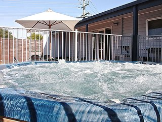 Altair Yeah Yeah (HUGE HOT TUB), Ocean Grove