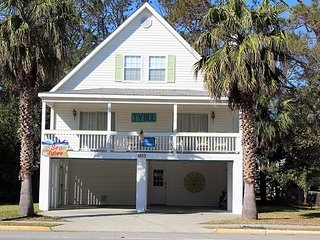 Sea Tybee - A Tropical Retreat Just One Block From the Beach - FREE Wi-Fi