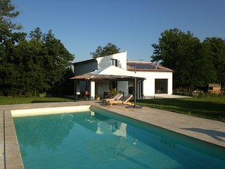 Big house with swimming-pool & Wifi