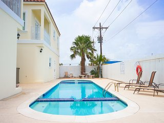 Ocean Garden 1 - Walk to the beach - WiFi - 2 Bedroom/2 Bathroom - Swimming Pool