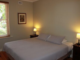 Adelaide Serviced Accommodation - Warwick Apartment