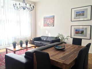 SUMMER SALE!! New Contemp Center.2 bdrm 2ba ..Londynska 36, Prague