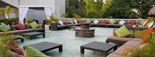 Outdoor relaxation spaces in the 'neighborhood'.