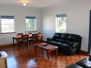 Adelaide Serviced Accommodation - Lakeman Apartment