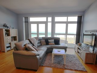 The Penthouse Luxury 3 bed Fistral Beach Apartment, Newquay