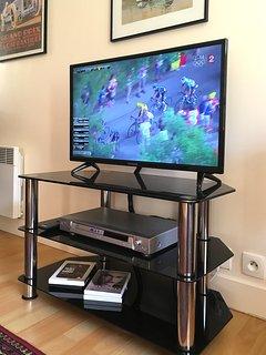TV a schermo piatto con lettore DVD e 35 Mbps Arancione Wi-Fi in basso