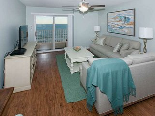 Renovated gulf-front on 8th floor | Zero entry pool, Kiddie pool, BBQ, Wifi | FR