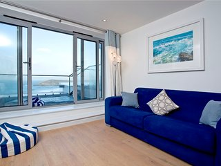 11, Crantock Bay Apartments, West Pentire, Crantock.