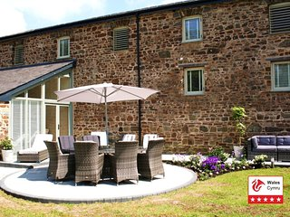 STUNNING ---5* Luxury Grade 2 listen Barn amongst the Pembrokeshire Waterways