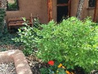 La Casita  Upscale Southwest Charm Walk to Plaza, Taos