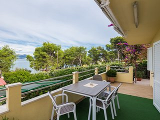 Apartments Sunset by the Beach - Comfort two Bedroom Apartment with Terrace Sea, Slatine