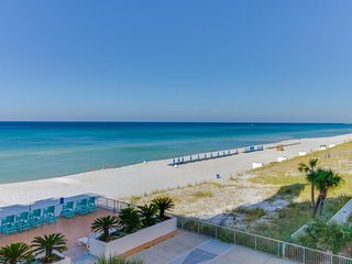 Casual oceanfront studio w/ shared pool & beach access - Snowbird rates!