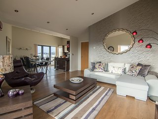Deluxe City Penthouse Apartment with the best view of Galway