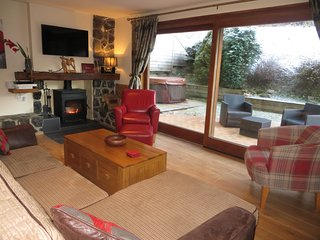 Apartment Eloise, Log fire, Hot Tub, WIFI and Garden
