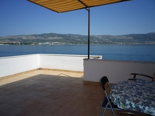 Vila Maja next to the sea, Apartment 2, Arbanija