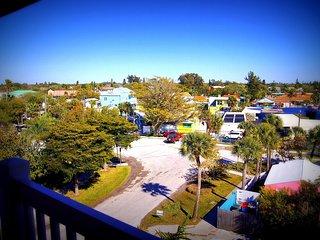 Casa Costero- Breathtaking 3 BR in Siesta Key Village, w/Gulf Views [Sleeps 9]