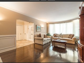 Big house 10 mns from downtown montreal, completely kosher home excellent for gu