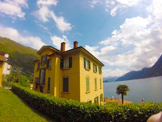 Villa The Dreamers apartment Family with lake view and private garage, Argegno