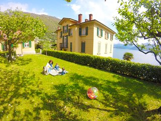 Villa the Dreamers - Apartment Family Superior with lake view and private garage, Argegno