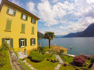 Villa the Dreamers apartment Family 2 with lake view and private garage, Argegno