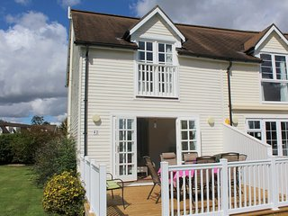 3 Bedroom Lakeside lodge in the Cotswolds - Windrush 42, South Cerney