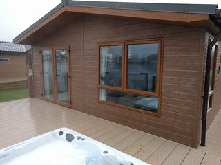 Luxury Lakeside 8 Berth Lodge with Hot Tub located on the water ski lake