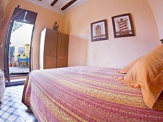 alquilo habitacion en la casona de albaida   cama matrimonio terraza de 150m2