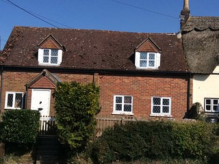 Character Holiday Cottage, overlooking meadows of Nature Reserve  in Pewsey