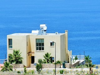 Sunset  villa, Large private pool, Free WiFi, AC to all rooms, UK TV