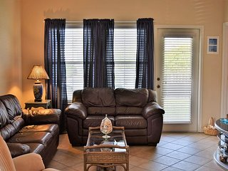 601 9th:Great Vacation Home With Shared Pool, 2 Bedroom, 2 Bath Sleeps 4