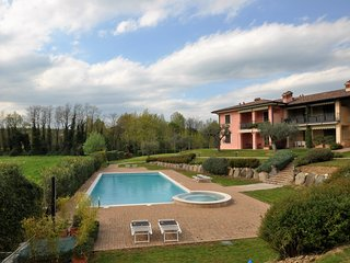 Elegant apartment at ground floor with covered patio, in residence with pool, Soiano Del Lago