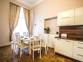 Old Town Sq. 4BDR Ruterra Apartment