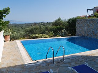 Lovely villa with private pool,sea view,2bedrooms,wifi,bbq & outdoor kitchen, Maleme