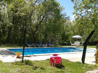 Un petit coin de paradis avec piscine ou il fait bon de s'y deconnecter...