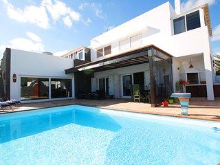 Casa El Abuelo de cuatro dormitorios y piscina privada bien ubicado en Tahiche..