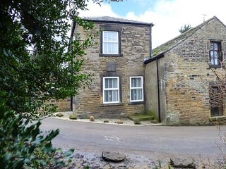 ST. JOHNS COTTAGE, stone-built cottage, tastefully furnished, WiFi, Penistone ne