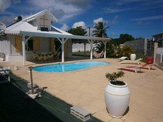 Tres belle villa creole avec piscine privative a 15 minutes des  belles plages