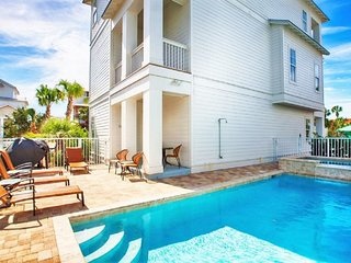 Sea N Stars: BRAND NEW! Pool/Spa, Elevator, Near Beach!