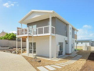 SA Holiday House: 'Boomer Beach Retreat' - Port Elliot