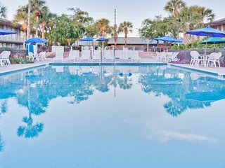 Magic Tree Resort  5 miles from Disney World, 9 miles from Sea World, Celebration