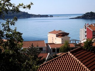 One bedroom apartment close to the beach - sea view / No.7, Rafailovici