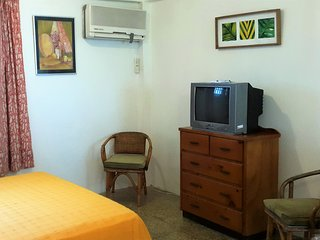 Bananaquit - cosy rooms near the beach, Crown Point
