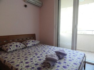 One bedroom apartment close to the beach - sea view / No.8, Rafailovici