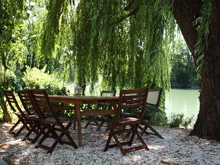 Beautiful Riverside townhouse, Saint Savinien sur Charente