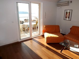 One bedroom apartment close to the beach - sea view / No.12, Rafailovici