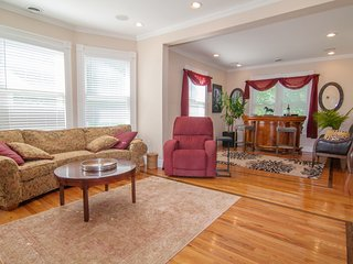 Spacious & Beautiful Downtown Renovated Victorian, Saratoga Springs