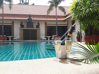 bang saray 7 bedroom pool villa near beaches,restaurants and water parks