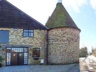 WOODGATE FARM OUST, unusual oust house, all bedrooms en-suite, garden, WiFi, Sit